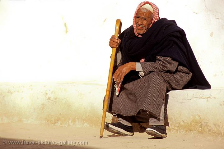 Pictures of Libya - Ghadames, old man resting