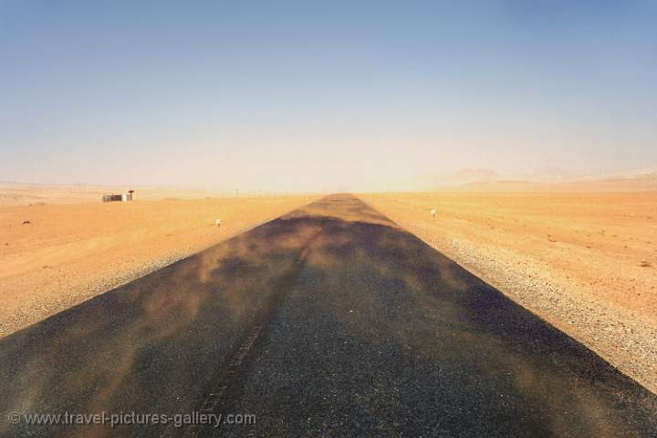 the road from Aus to Luderitz