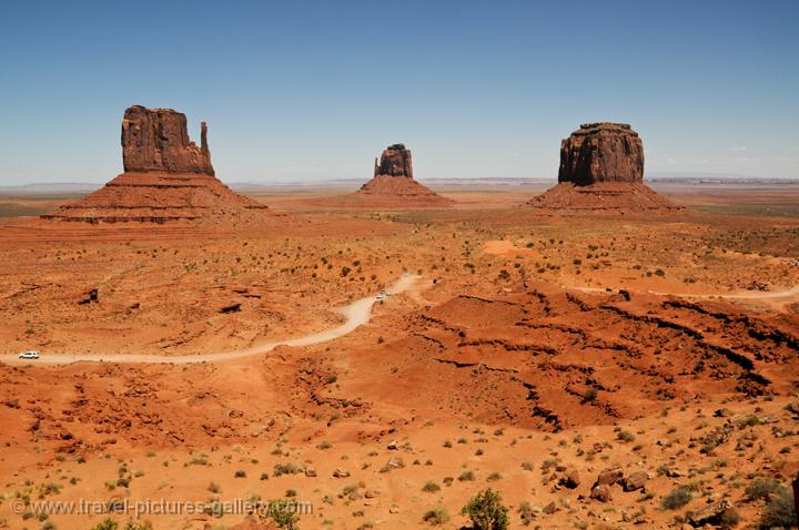 the red sandstone buttes and mesas of Monument Valley Navajo Tribal Park